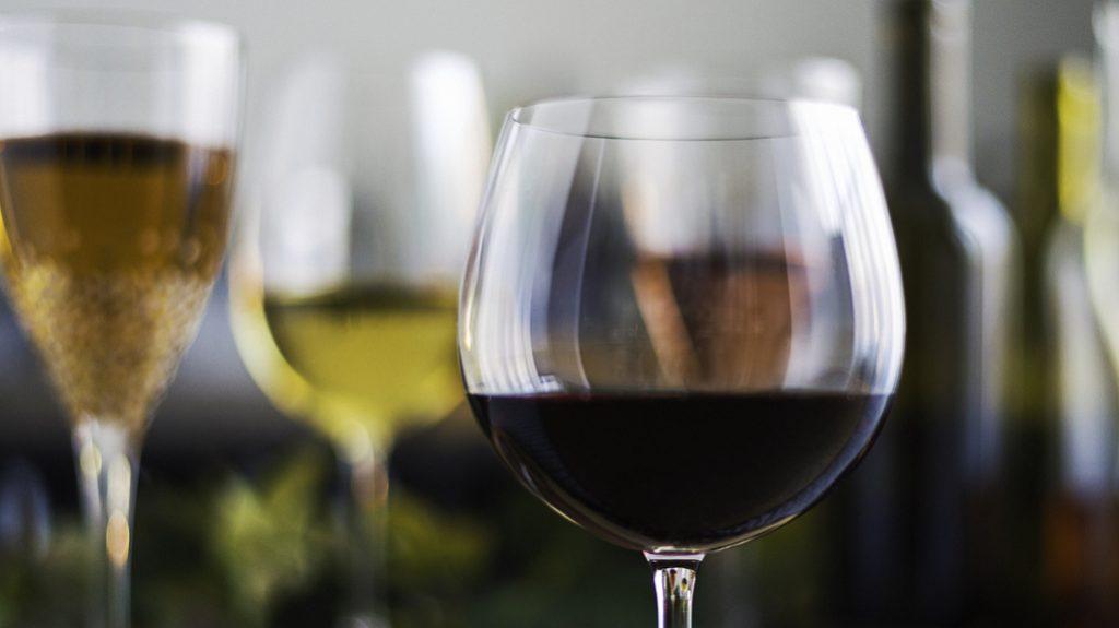 Quanto vino bevono gli italiani? La ricerca
