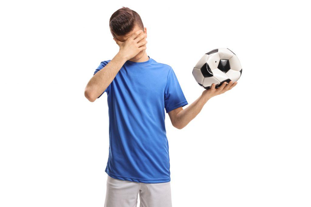 Si sgonfia la passione degli italiani per il calcio