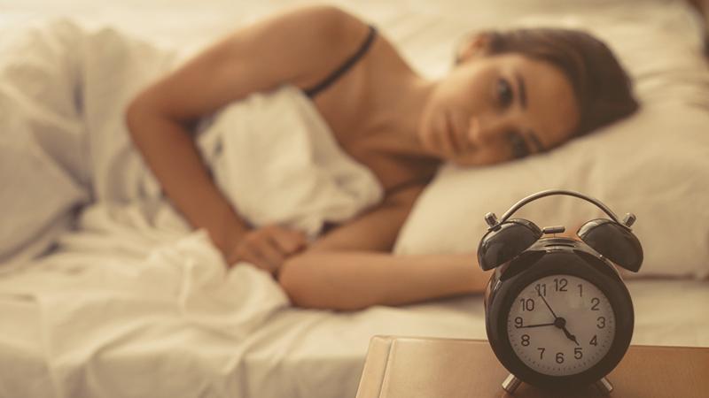 Tra social e telefonate 8 ore di sonno non bastano più
