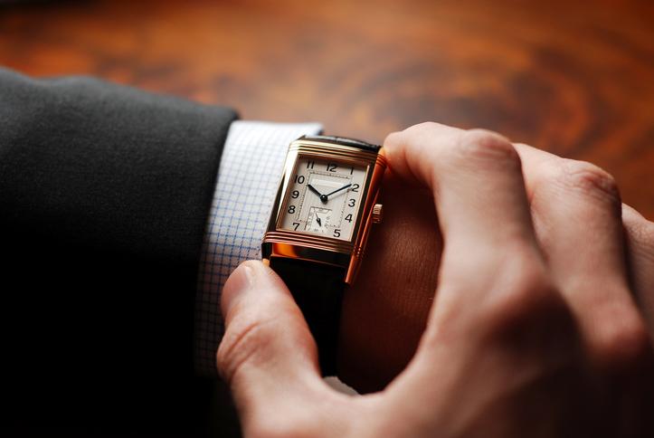 Lo strano caso dell'orologio rotto (ma di tendenza)