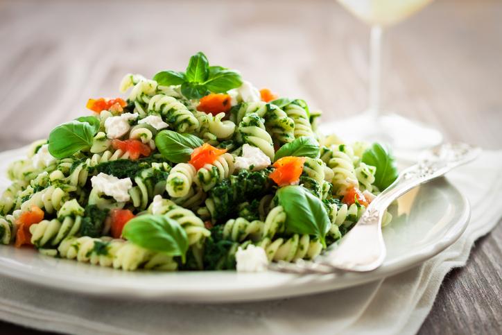 Pasta tricolore con spinaci e pomodori