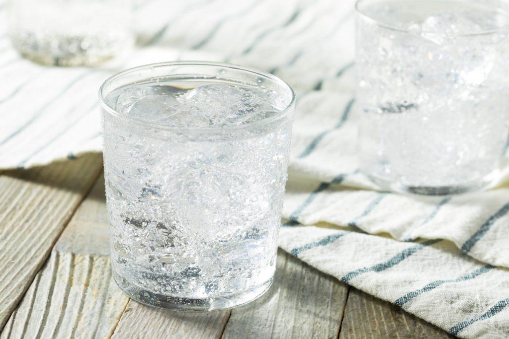 Acqua effervescente, cosa c'è da sapere nel bene e nel male
