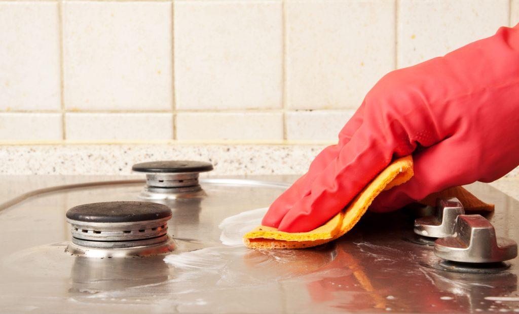 Come pulire il piano cottura sporco della cucina