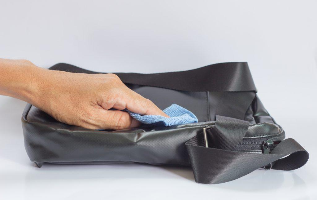 Come pulire una borsa sporca di inchiostro