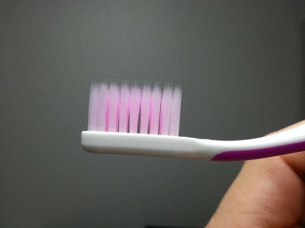 Lavaggio dei denti, gli uomini sono poco attenti