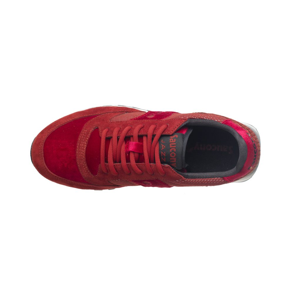 Velvet sneakers, le sportive indossano il velluto