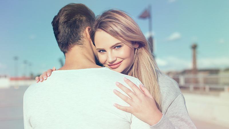 Abbracciarsi dopo una discussione ha un effetto calmante