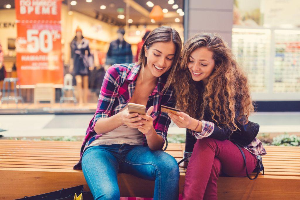 Consumatori digitali, cosa comprano i giovani italiani?