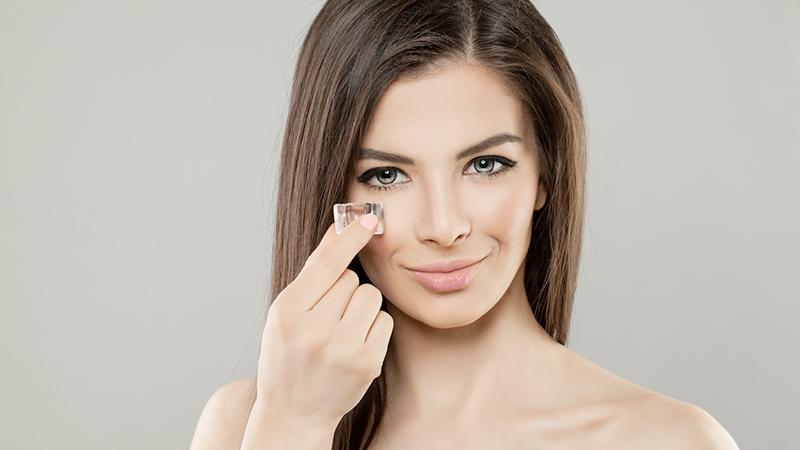 Ghiaccio sul viso per un make up irresistibile