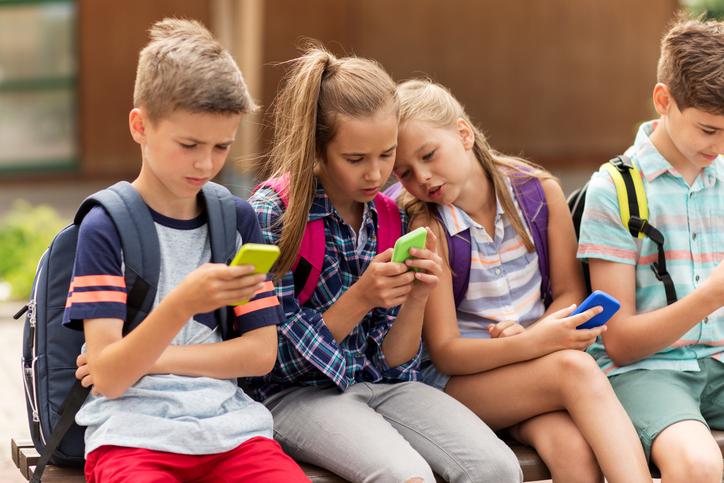 Bambini con lo smartphone a rischio bullismo