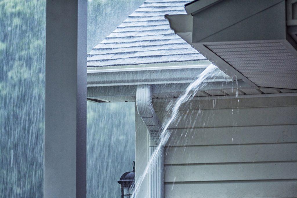 Come proteggere casa dal vento e dalle piogge