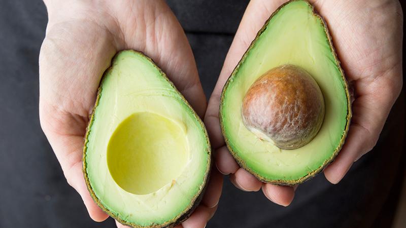Avocado, un alimento out per i vegani?