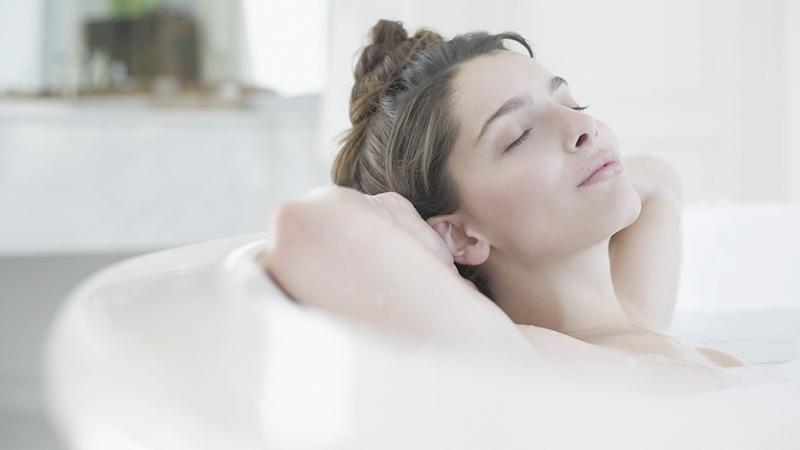 Basta un bagno caldo per sconfiggere la depressione