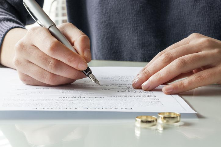 Matrimoni come un contratto: giovani favorevoli alla poligamia