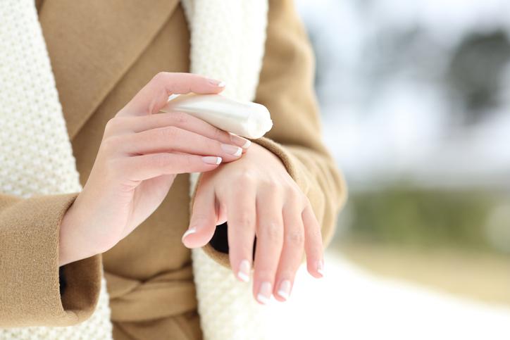 Come prendersi cura delle mani nei mesi freddi