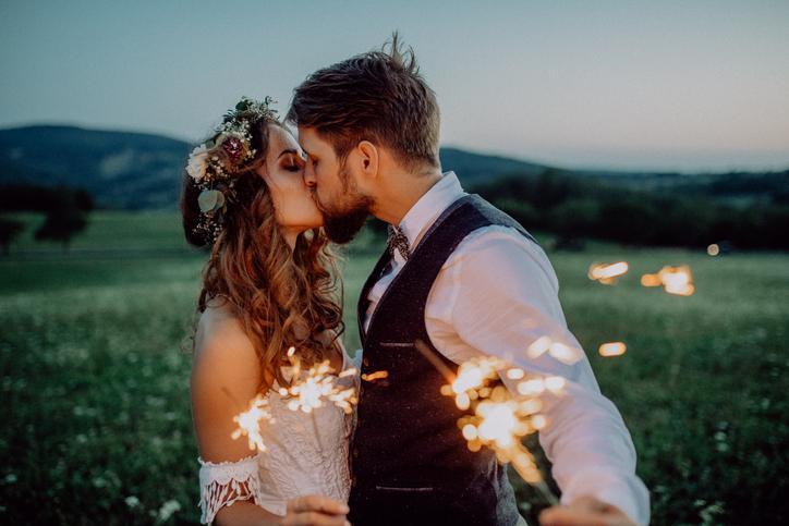 Chi si sposa è più ricco (e più in forma) dei single
