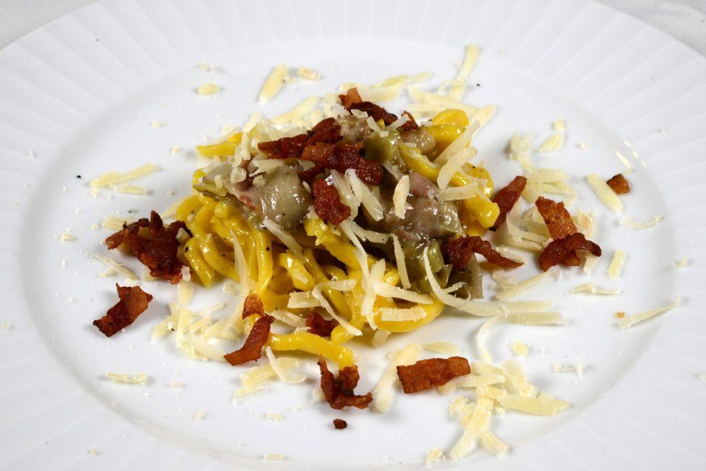 Trattoria Bolognesi Curzul con zucchine, guanciale e pecorino di fossa