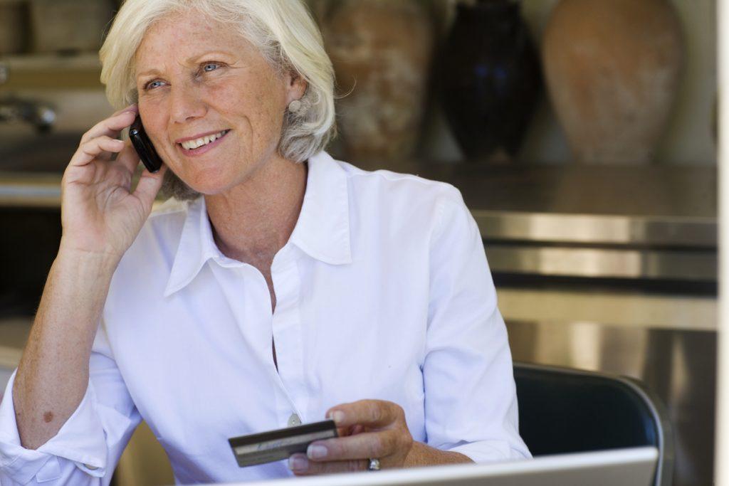 Acquisti online, non solo giovani: crescono gli over 55