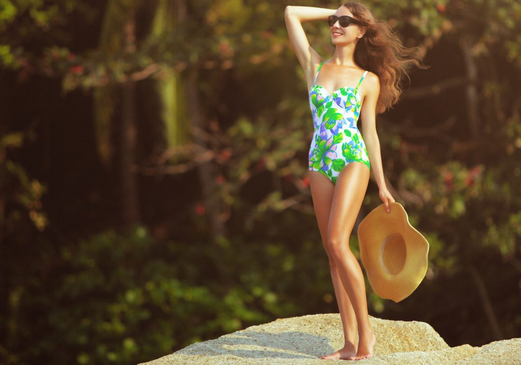 Fiori in spiaggia, sboccia il beachwear 2019