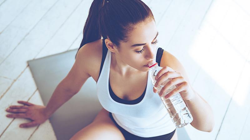 Bere dopo l'esercizio fisico? Sì, ma niente acqua