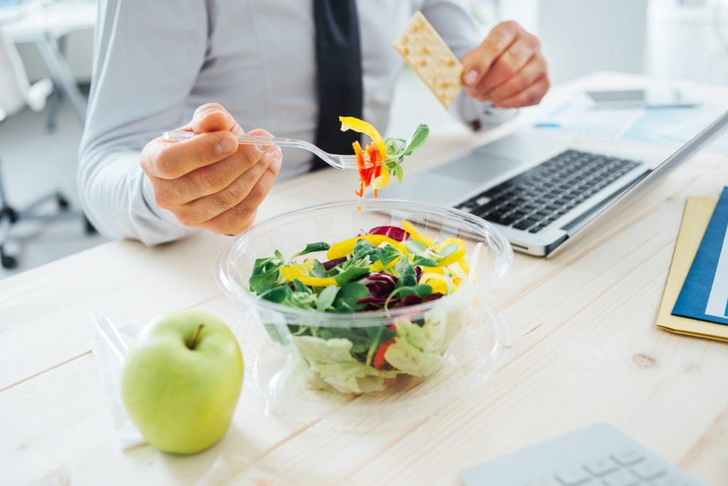 Mangiare in ufficio: il food delivery va sempre più di moda