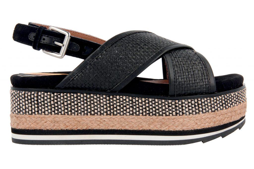 e64c25aef42 In casa Gioseppo Woman la collezione primavera estate voluto rendere il suo  particolare omaggio alla moda più rock. E lo ha fatto con una linea di  sandali ...