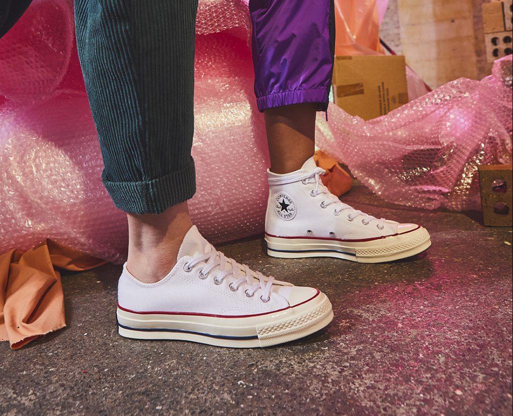 All white sneakers, l'estate può avere inizio