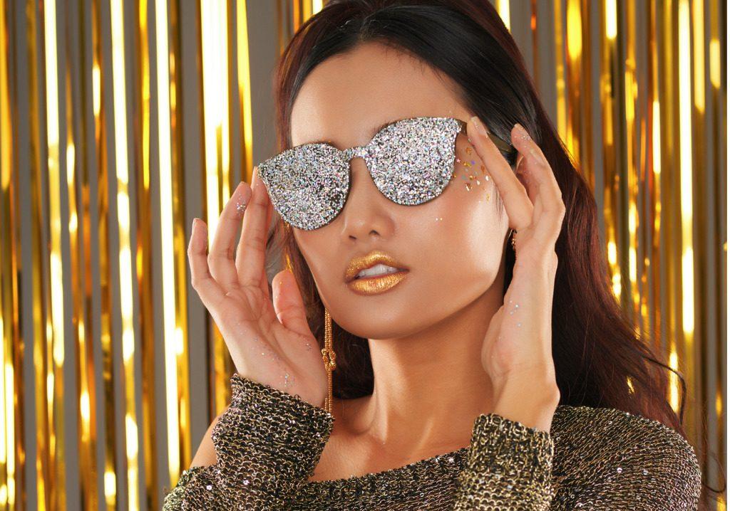 cerca ufficiale Liquidazione del 60% attraente e resistente Occhiali glitter e montature con dettagli luminosi per l'estate