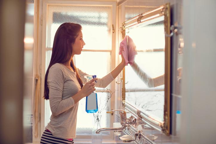 pulire gli specchi