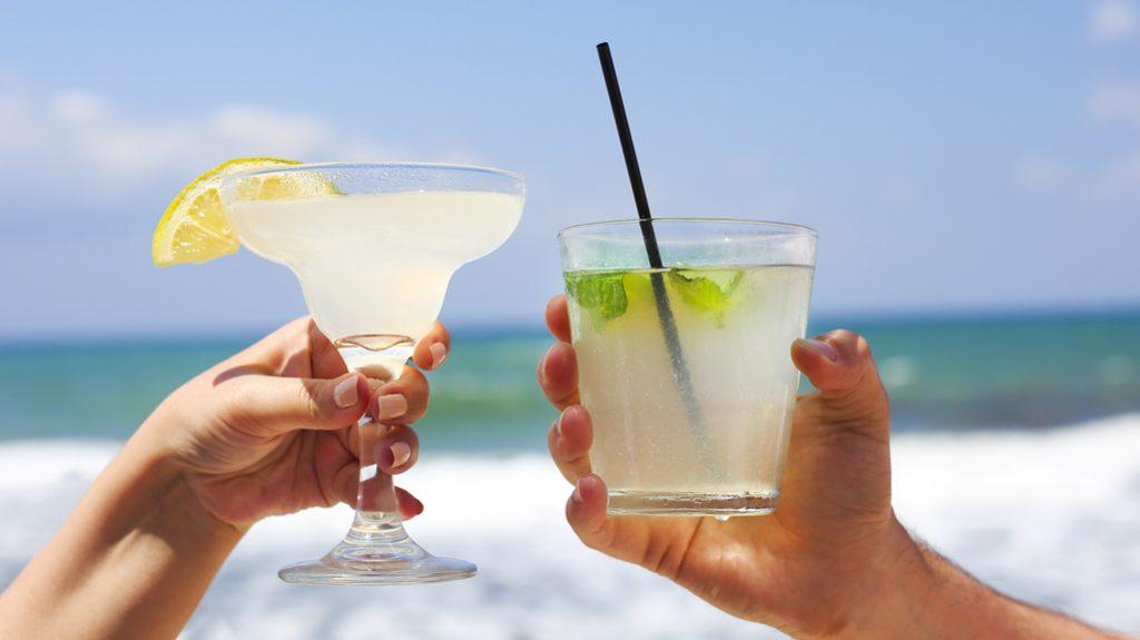 Consumare alcol insieme aumenta l'intesa