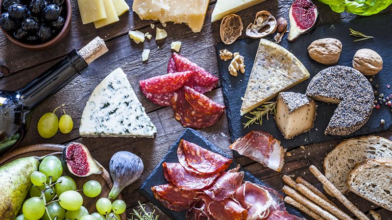 Dal salame al formaggio, cibi che aumentano il girovita