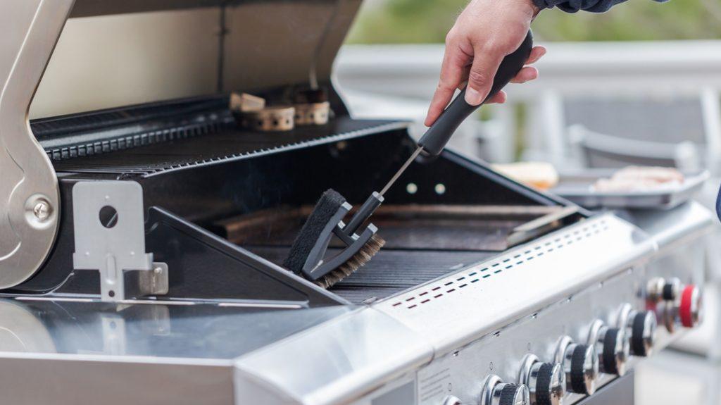 Pulire il barbecue, sporco non fai paura…