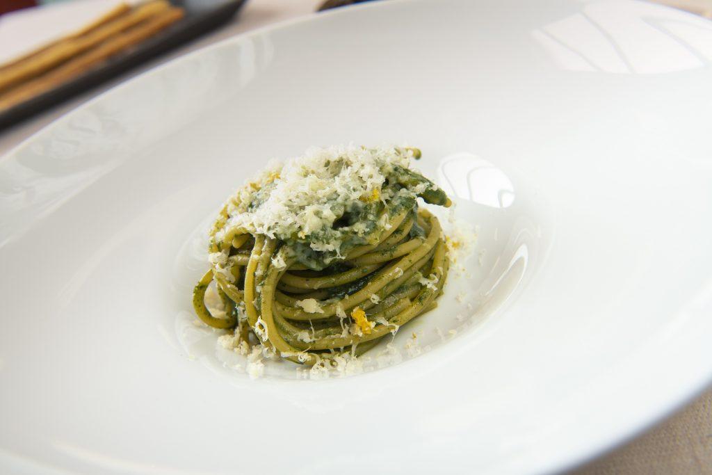 Spaghetti borragine, acciuga e ricotta salata