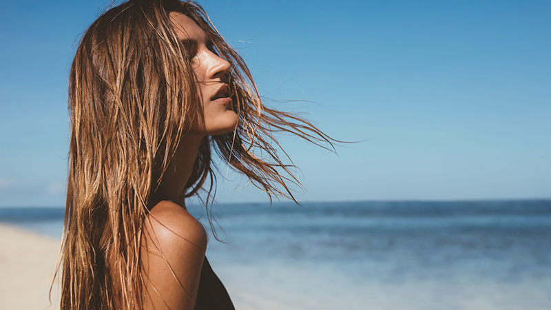 Vacanze al mare? Ecco come proteggere i capelli