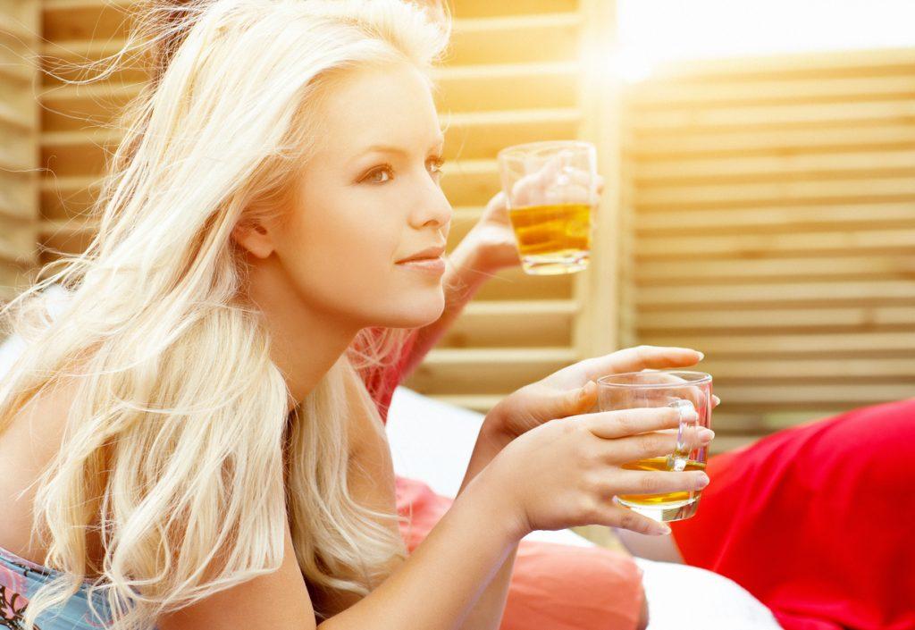 Bevande calde, le alleate perfette dell'estate rovente