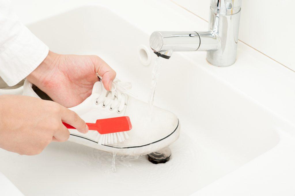 Come sbiancare le sneakers secondo gli esperti