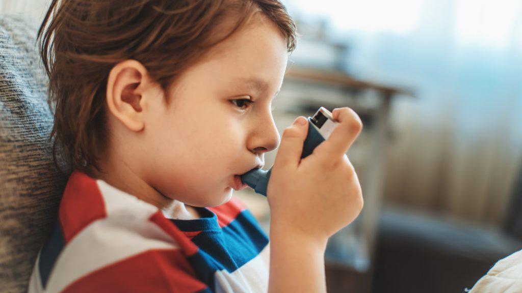 Come prevenire i casi di asma fin da bambini