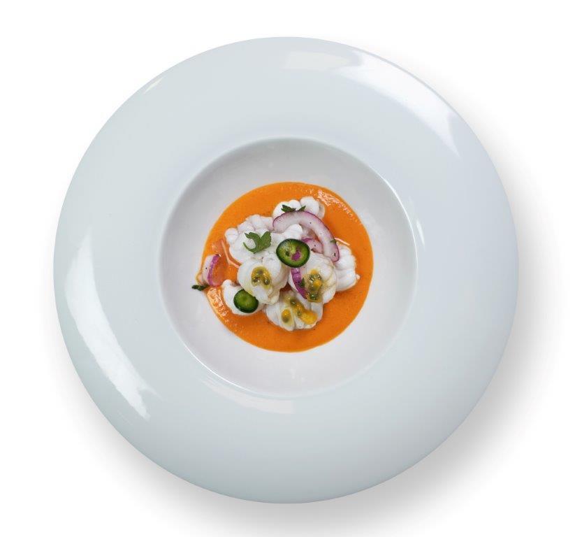 La ceviche è il piatto più famoso del Perù e ora spopola in Italia, a bordo delle navi da crociera. Impariamo a prepararlo con lo Chef Carlo Persia