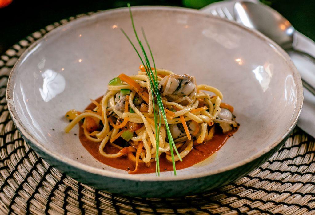 Frullato di pomodoro e basilico e insalata di spaghetti di Bruno Barbieri