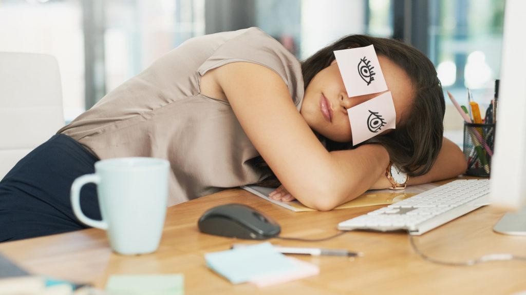 Potere al pisolino sul lavoro: tutti i modi di sfruttare il 'power nap'