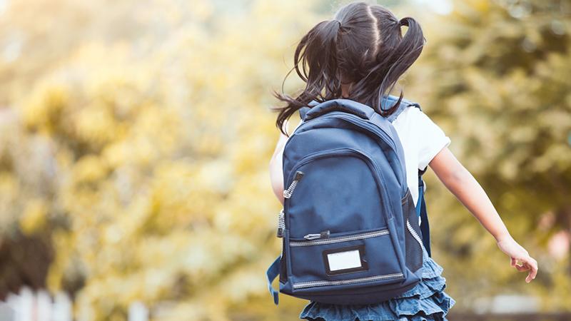 Back to school, come prevenire il mal di schiena da zaino