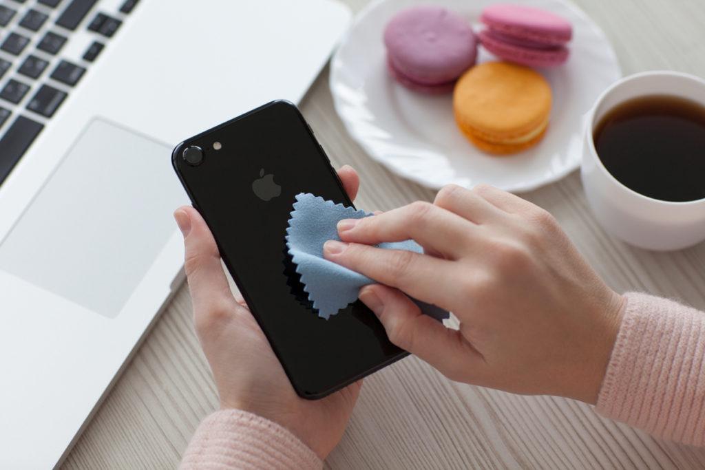 Tutto quello che c'è da sapere per pulire l'iPhone
