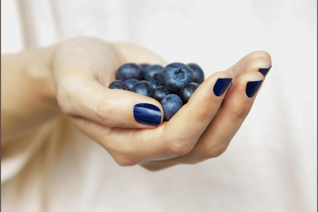Bello, colorato e da mangiare: lo smalto  cambia sapore