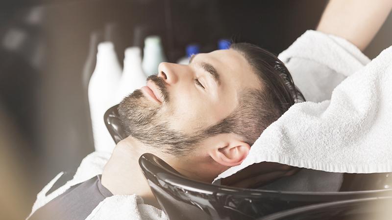 Dalla barba alla ceretta: italiani sempre più narcisi