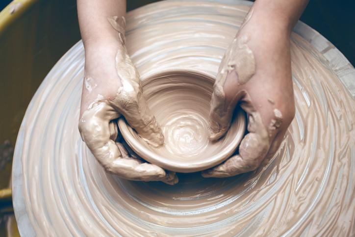 Modellare l'argilla? Fa bene alla mente
