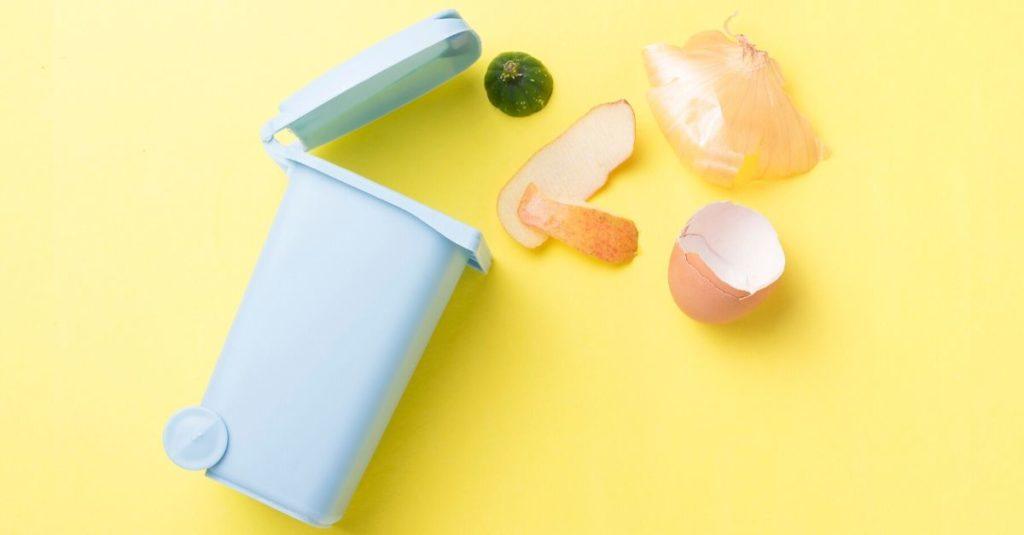 Tutto si trasforma: metti una compostiera in cucina