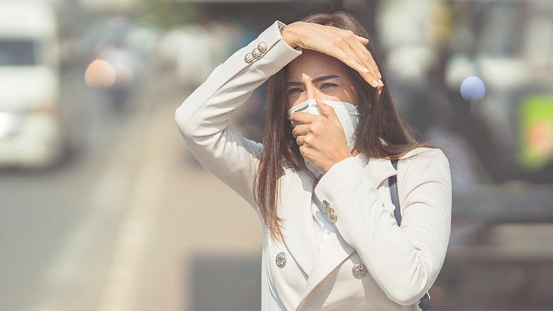Inquinamento atmosferico, come proteggere la pelle