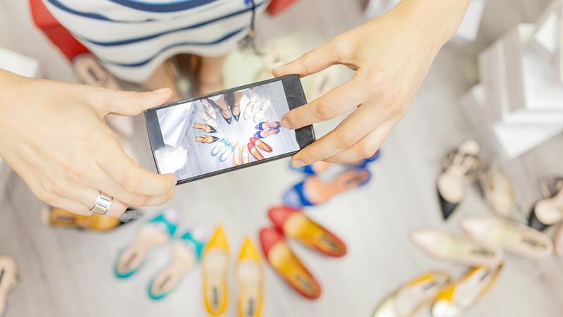 Decluttering, le app per vendere i capi di seconda mano