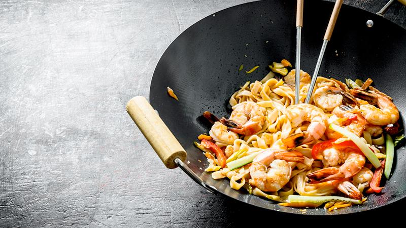 noodles con gamberi e carne