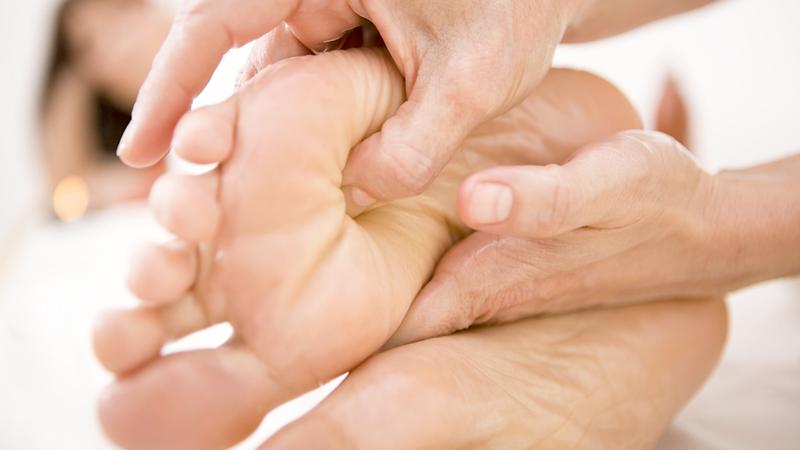 massaggio alla pianta dei piedi